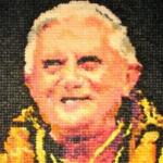 Benedictus XVI in condooms